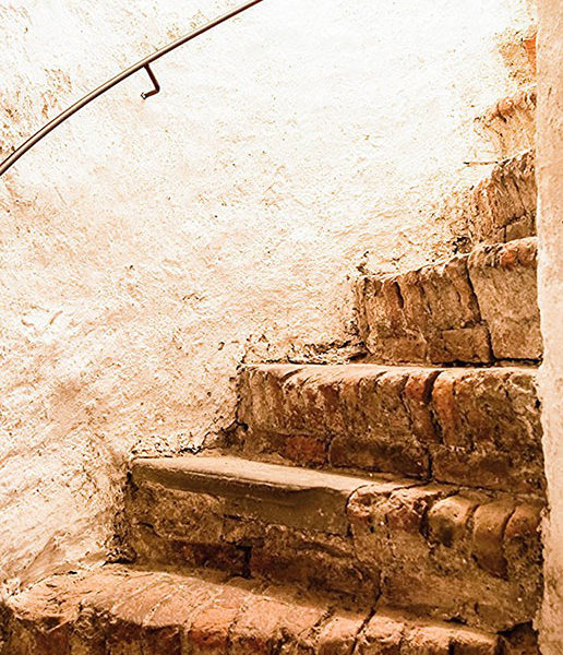 castle_stairs_86x200_HI_RES_00a